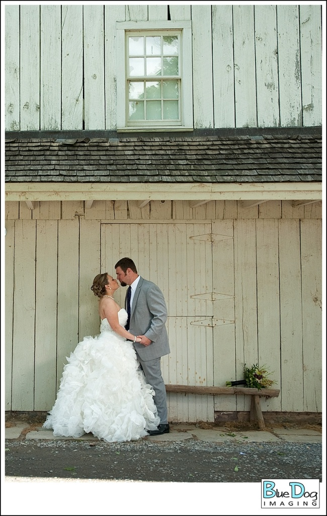 barn-at-boones-dam-wedding-venue-bride-groom-kiss